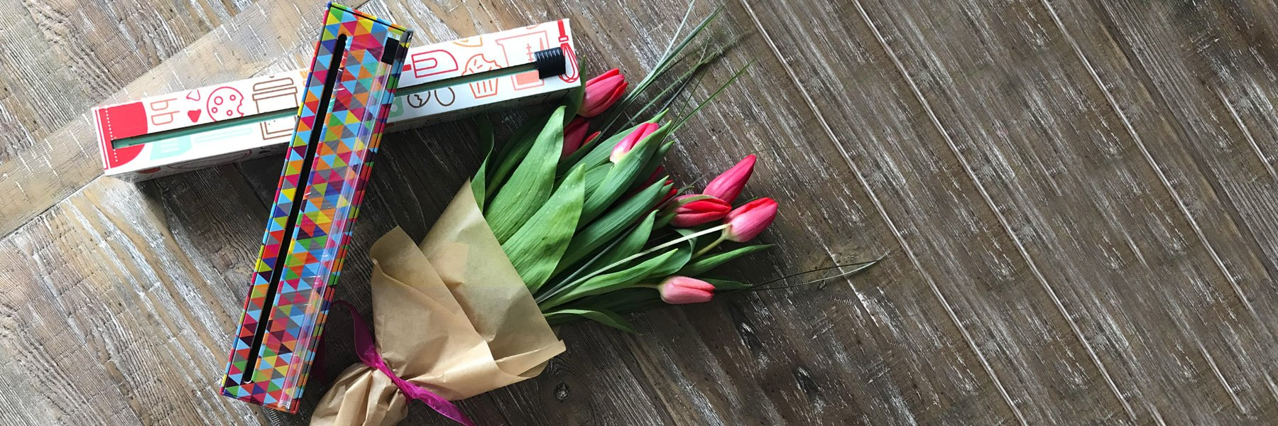 Chic Wrap dispensers with tulips